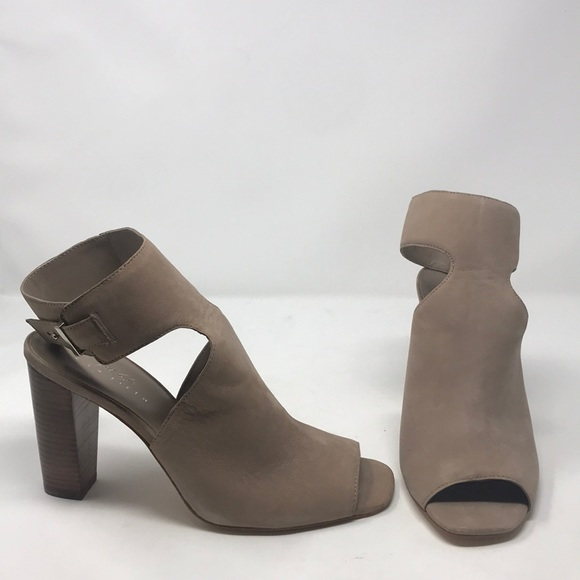 98227935a1e 424 Fifth Lord   Taylor Tan Suede Shoes Heels